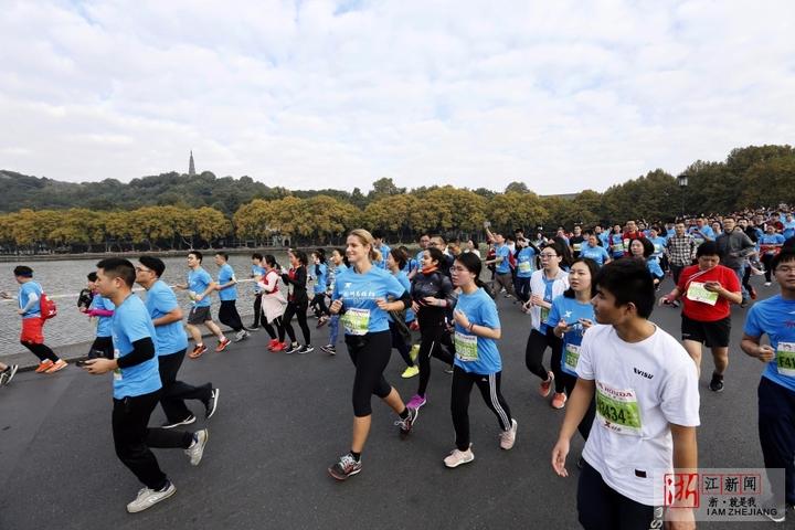 今年马拉松参赛人员共计3.5万人.杭州马拉松是在原西湖桂花国际马